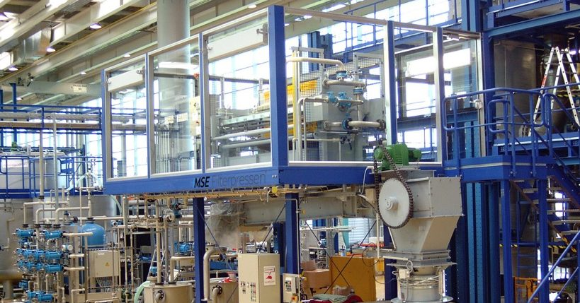chamber filter press with conveyor system